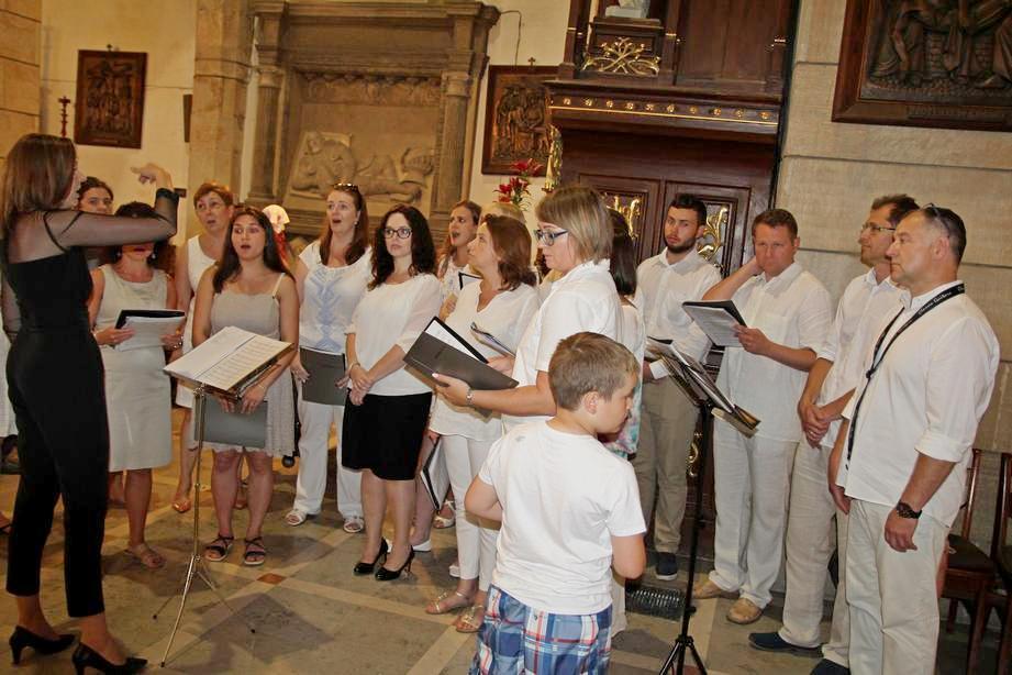 11 Jarmark Franciszkański 1 (26) Schola kapucyńska na Mszy Świętej o 12_30