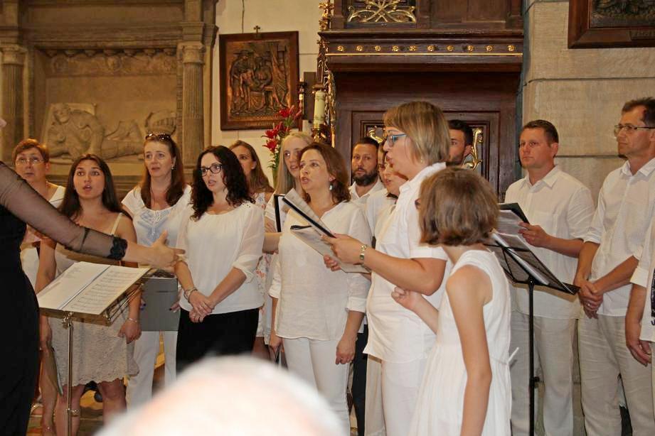 11 Jarmark Franciszkański 1 (27) Schola kapucyńska na Mszy Świętej o 12_30