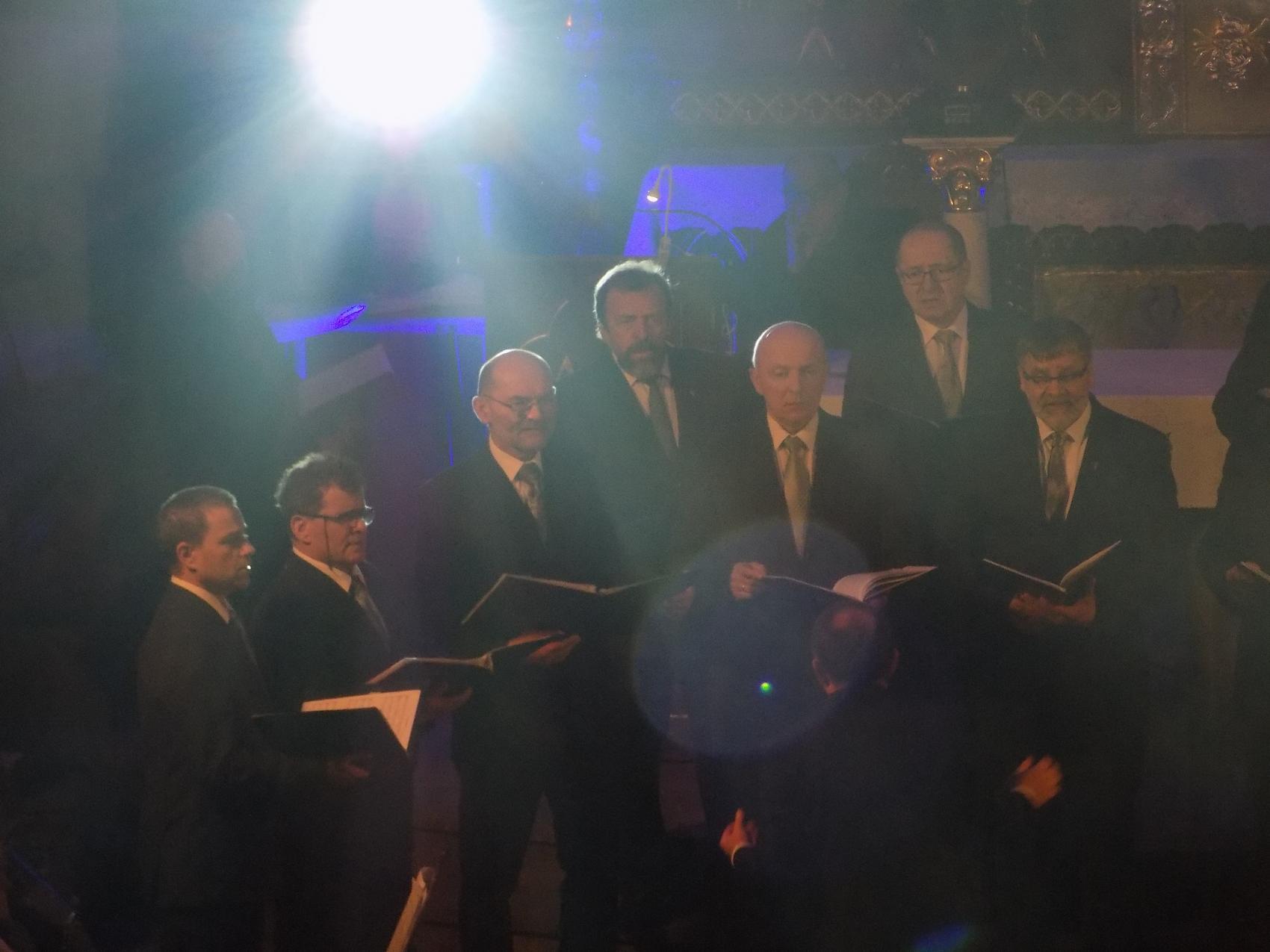 Biblijna Droga Krzyżowa z efektami świetlnymi i pieśniami pasyjnymi-wykonawcy (09)