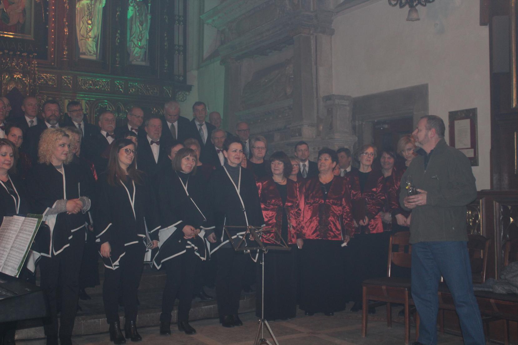 Biblijna Droga Krzyżowa z efektami świetlnymi i pieśniami pasyjnymi-wykonawcy (34)