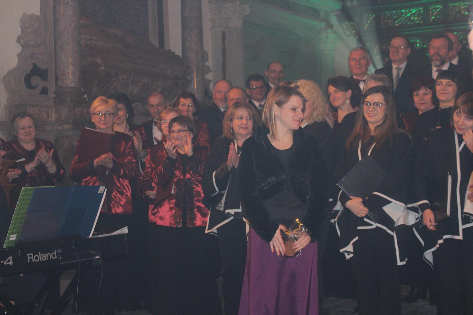 Biblijna Droga Krzyżowa z efektami świetlnymi i pieśniami pasyjnymi-wykonawcy (45)
