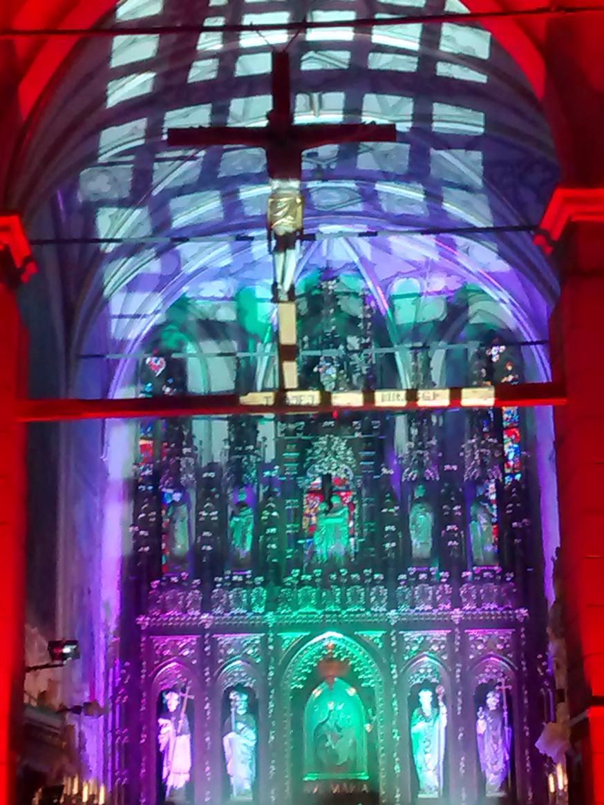 Efekty świetlne w czasie Bilijnej Drogi Krzyżowej z koncertem pieśni pasyjnych (12)