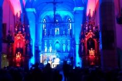 Efekty świetlne w czasie Bilijnej Drogi Krzyżowej z koncertem pieśni pasyjnych (01)