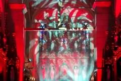 Efekty świetlne w czasie Bilijnej Drogi Krzyżowej z koncertem pieśni pasyjnych (03)