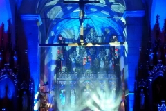 Efekty świetlne w czasie Bilijnej Drogi Krzyżowej z koncertem pieśni pasyjnych (11)