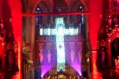 Efekty świetlne w czasie Bilijnej Drogi Krzyżowej z koncertem pieśni pasyjnych (19)
