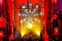 Efekty świetlne w czasie Bilijnej Drogi Krzyżowej z koncertem pieśni pasyjnych (23)