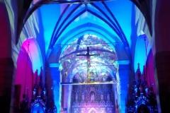 Efekty świetlne w czasie Bilijnej Drogi Krzyżowej z koncertem pieśni pasyjnych (29)