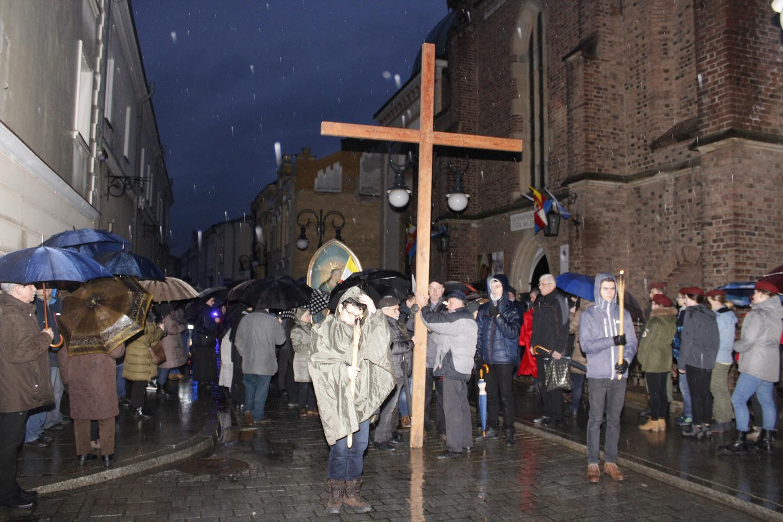 Droga Krzyżowa ulicami Krosna (19)