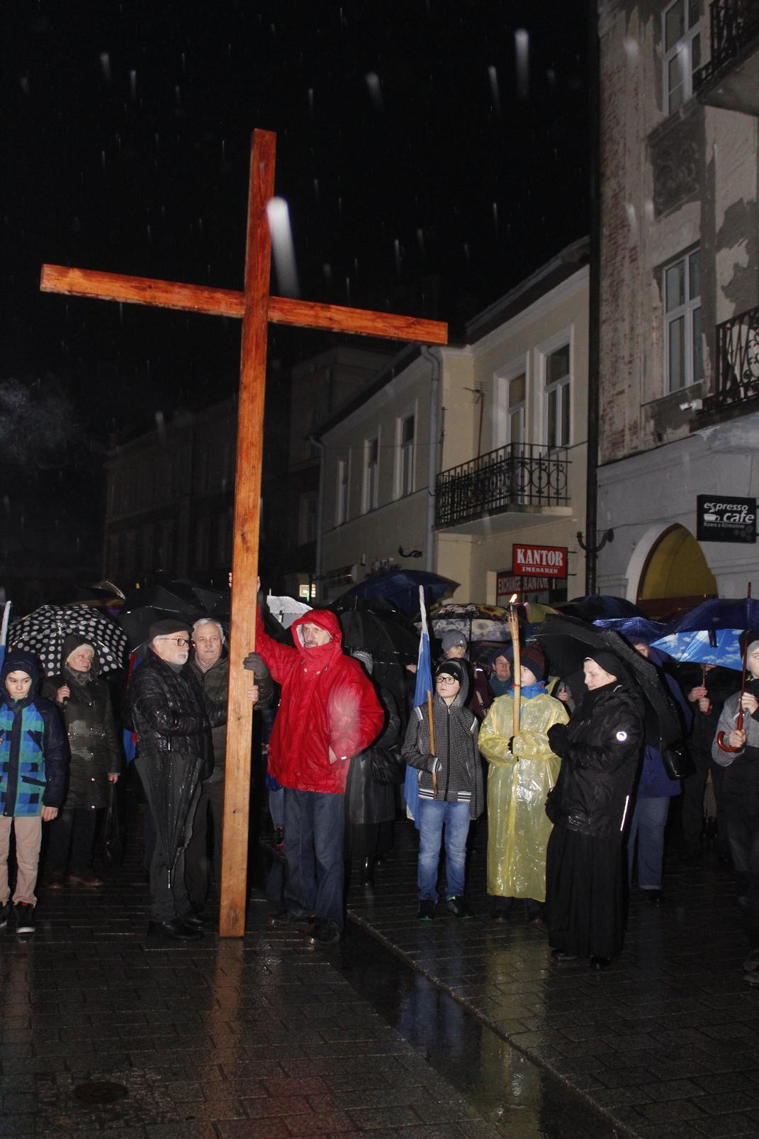 Droga Krzyżowa ulicami Krosna (89)