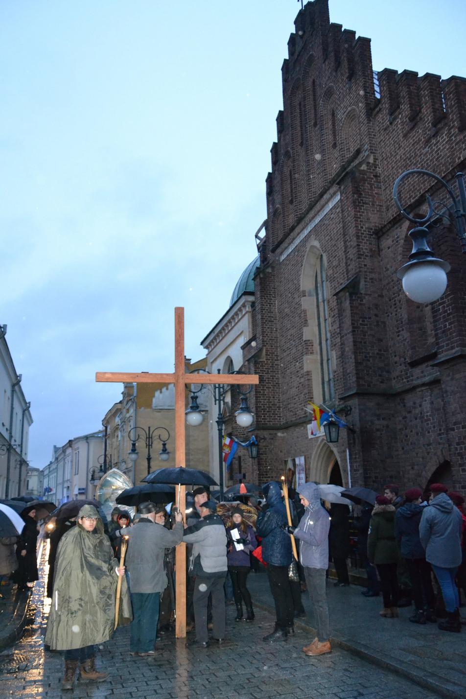 Droga Krzyżowa ulicami Krosna (94)
