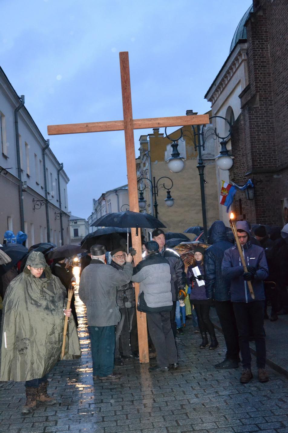 Droga Krzyżowa ulicami Krosna (95)