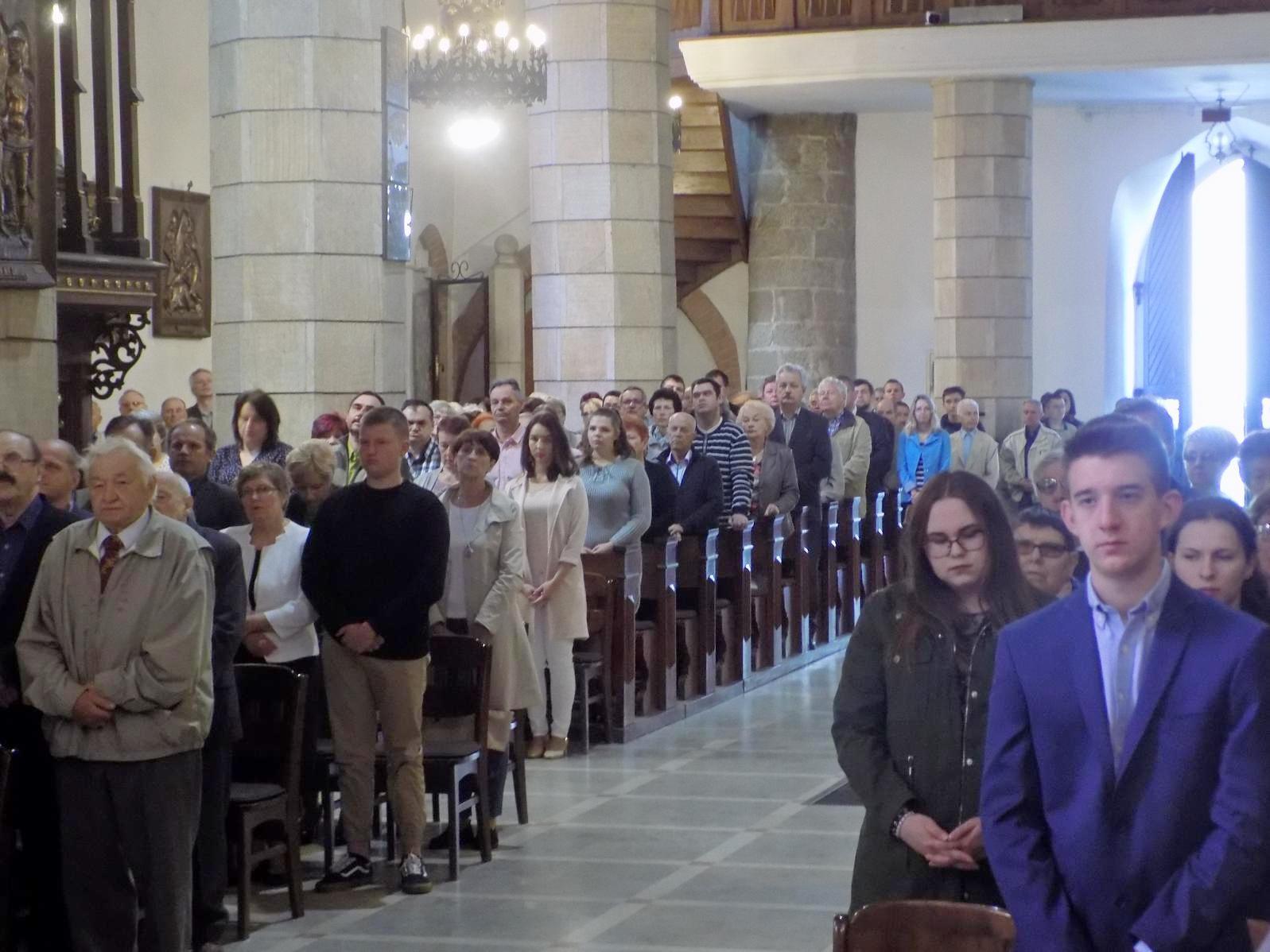 Msza dla kandydatów do bierzmowania z przekazaniem Modlitewnika dojrzałego chrześcijanina (02)