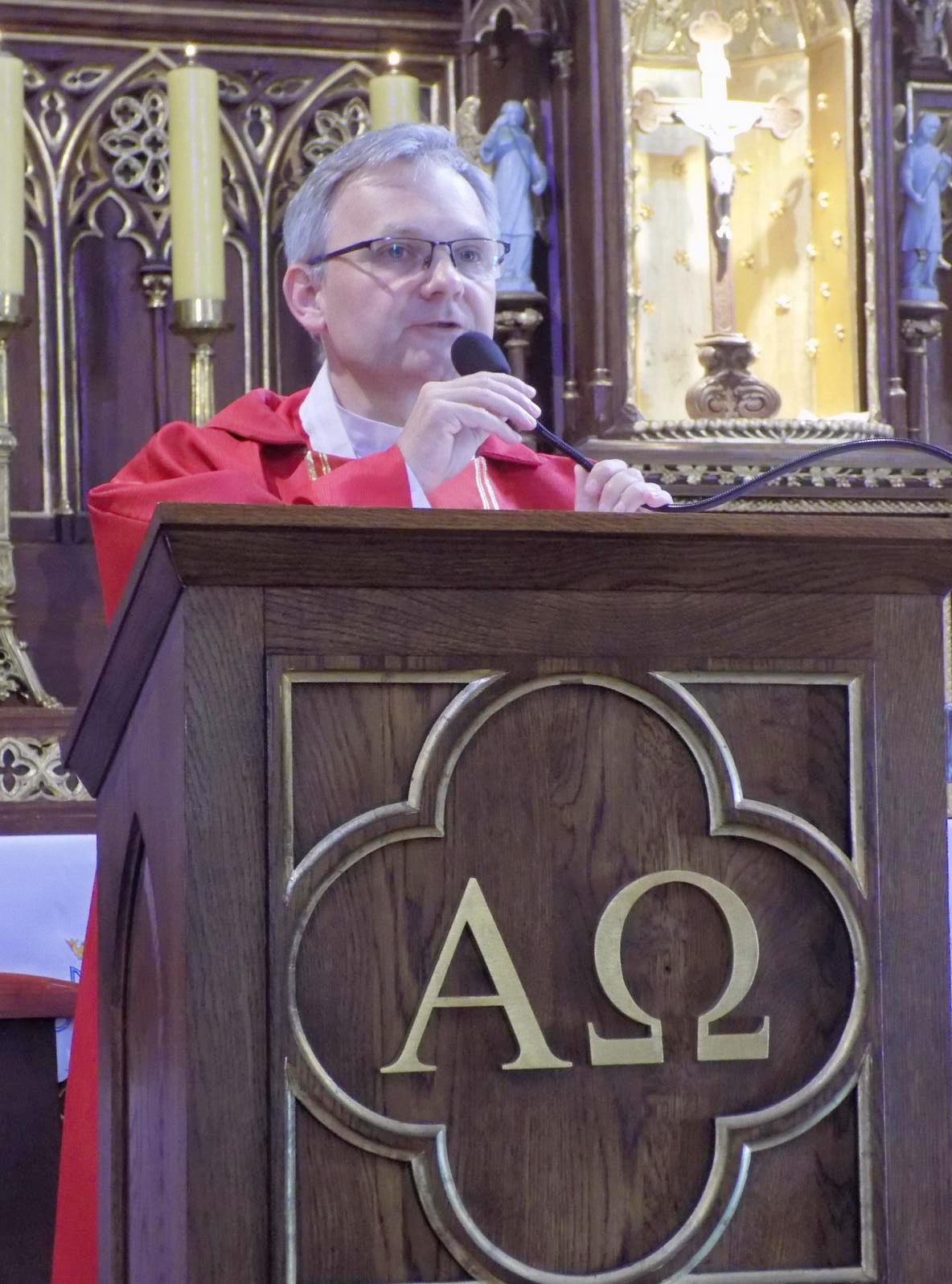 Msza dla kandydatów do bierzmowania z przekazaniem Modlitewnika dojrzałego chrześcijanina (05)