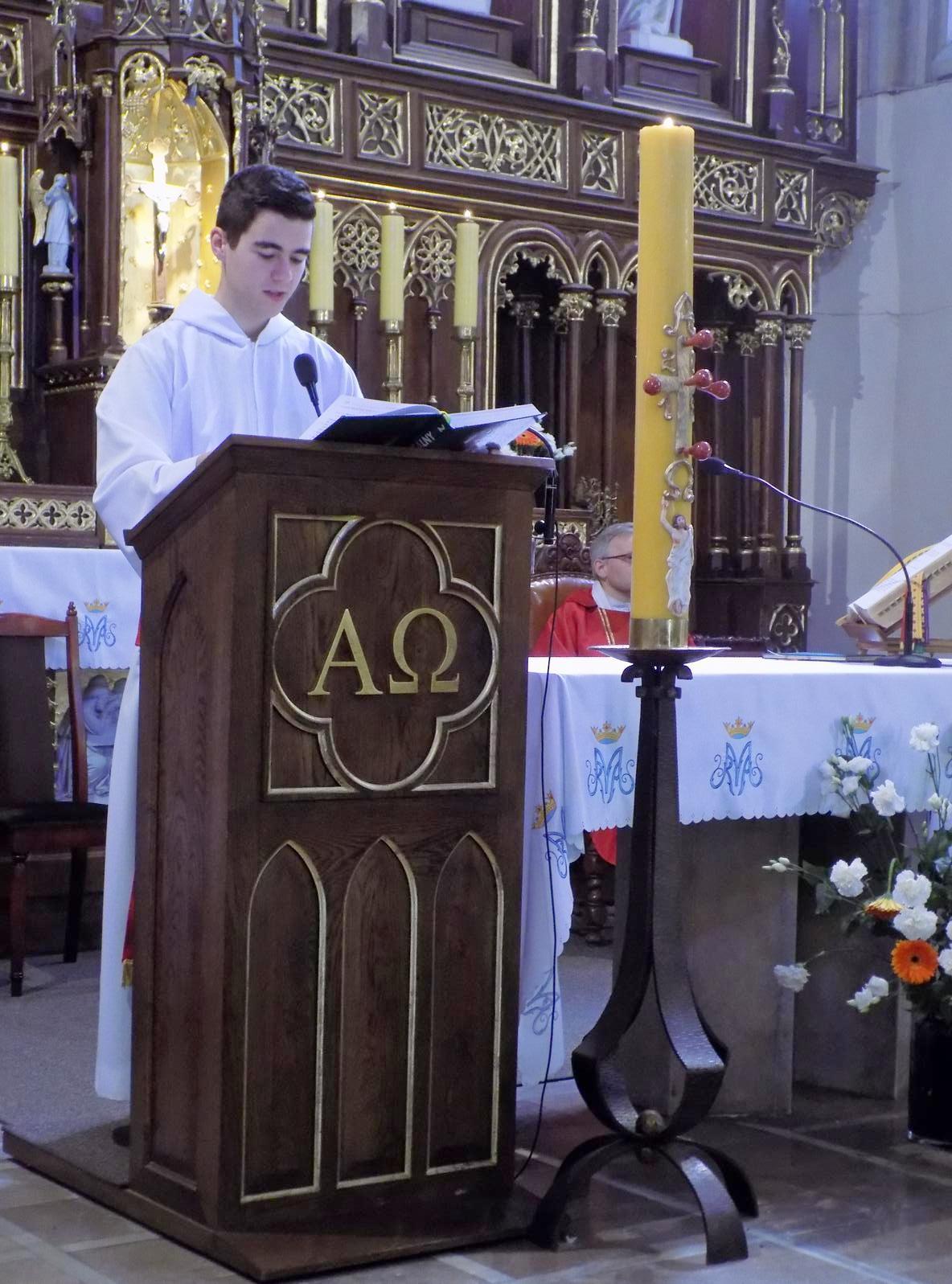 Msza dla kandydatów do bierzmowania z przekazaniem Modlitewnika dojrzałego chrześcijanina (06)