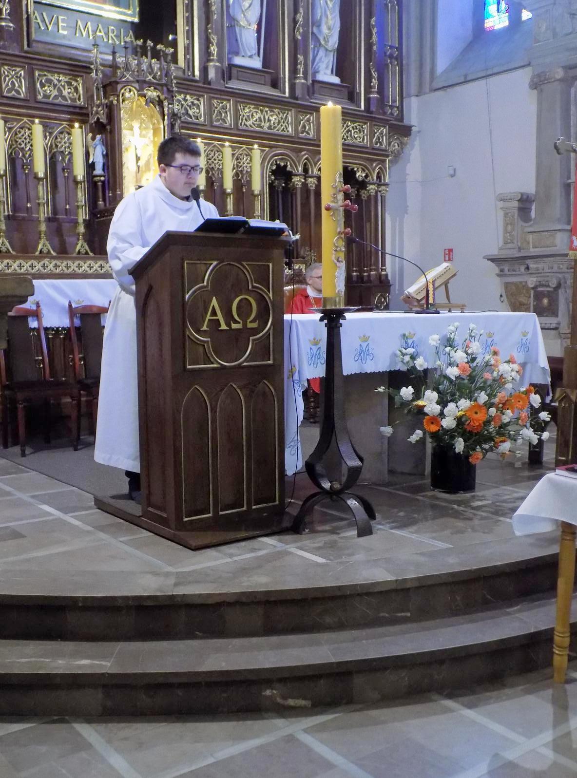 Msza dla kandydatów do bierzmowania z przekazaniem Modlitewnika dojrzałego chrześcijanina (07)
