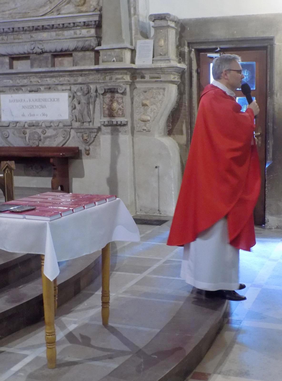 Msza dla kandydatów do bierzmowania z przekazaniem Modlitewnika dojrzałego chrześcijanina (08)