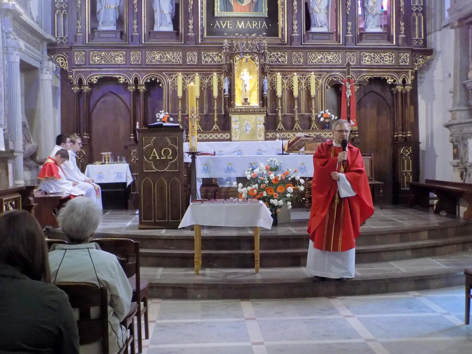 Msza dla kandydatów do bierzmowania z przekazaniem Modlitewnika dojrzałego chrześcijanina (09)
