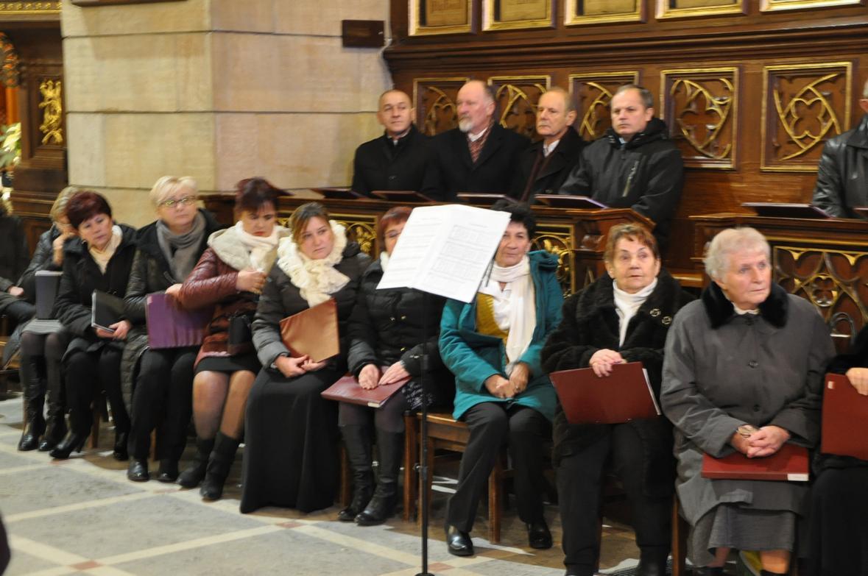 Eucharystia o 12_30 i krótki koncert kolęd chóru Echo (04)