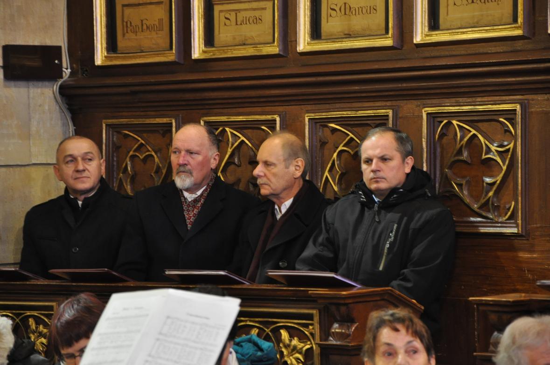 Eucharystia o 12_30 i krótki koncert kolęd chóru Echo (05)