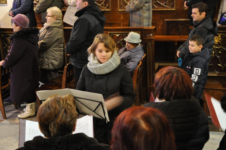Eucharystia o 12_30 i krótki koncert kolęd chóru Echo (17)