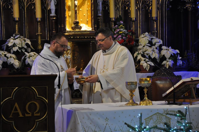 Eucharystia o 12_30 i krótki koncert kolęd chóru Echo (24)