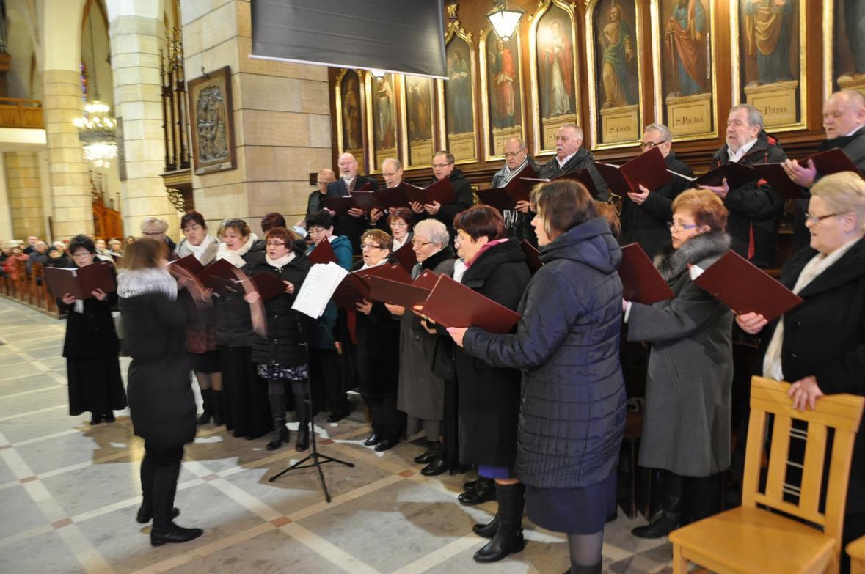 Eucharystia o 12_30 i krótki koncert kolęd chóru Echo (32)