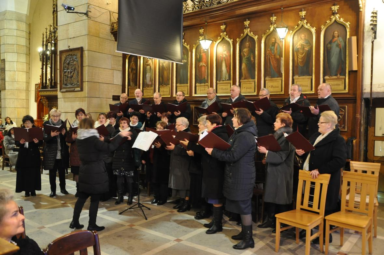 Eucharystia o 12_30 i krótki koncert kolęd chóru Echo (35)