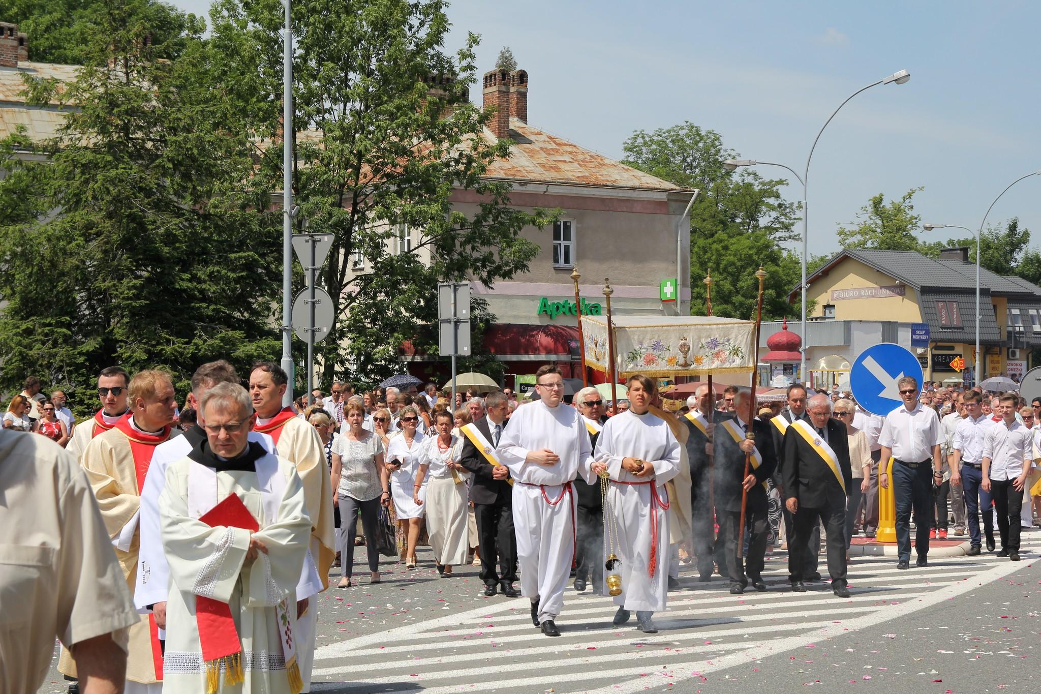 Procesja Bożego Ciała ulicami Krosna (05)