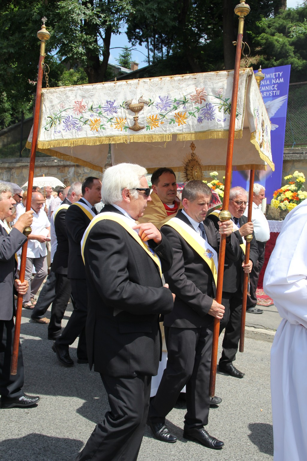 Procesja Bożego Ciała ulicami Krosna (11)