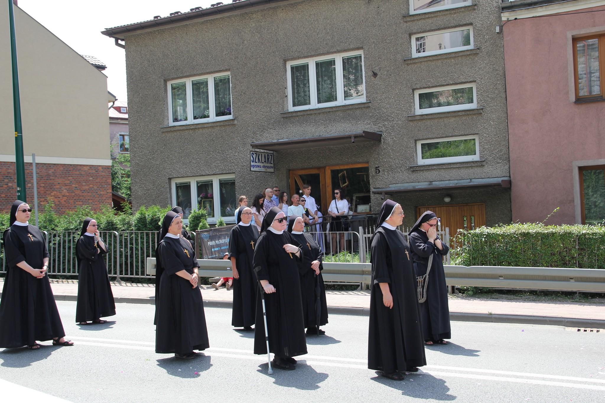 Procesja Bożego Ciała ulicami Krosna (19)