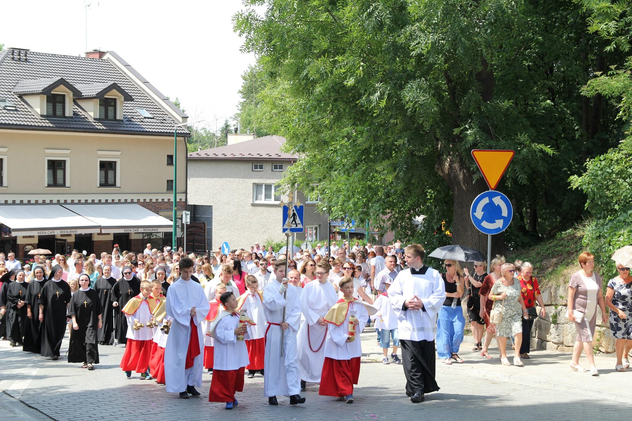 Procesja Bożego Ciała ulicami Krosna (20)