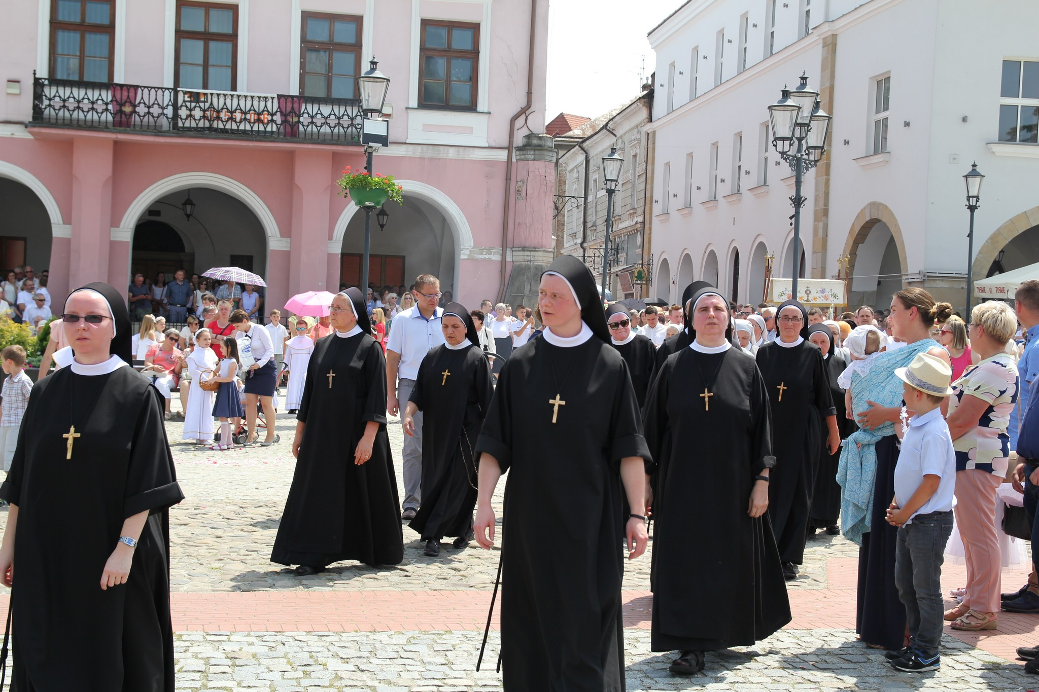 Procesja Bożego Ciała ulicami Krosna (40)