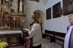 Procesja z modlitwą za zmarłych (2)