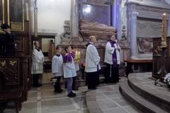 Procesja z modlitwą za zmarłych (8)