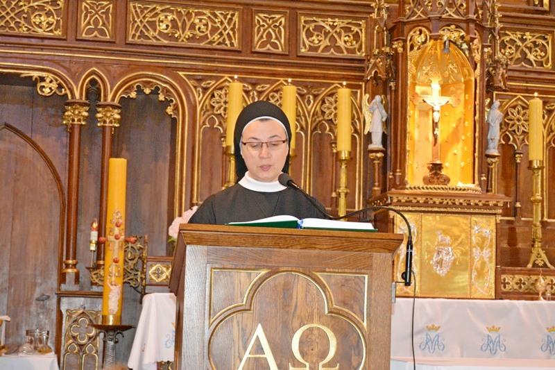 Przedszkole sióstr Józefitek na Mszy Świętej o 11 (08)