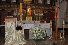 09 Ołtarz Główny w Wielkanoc (1)