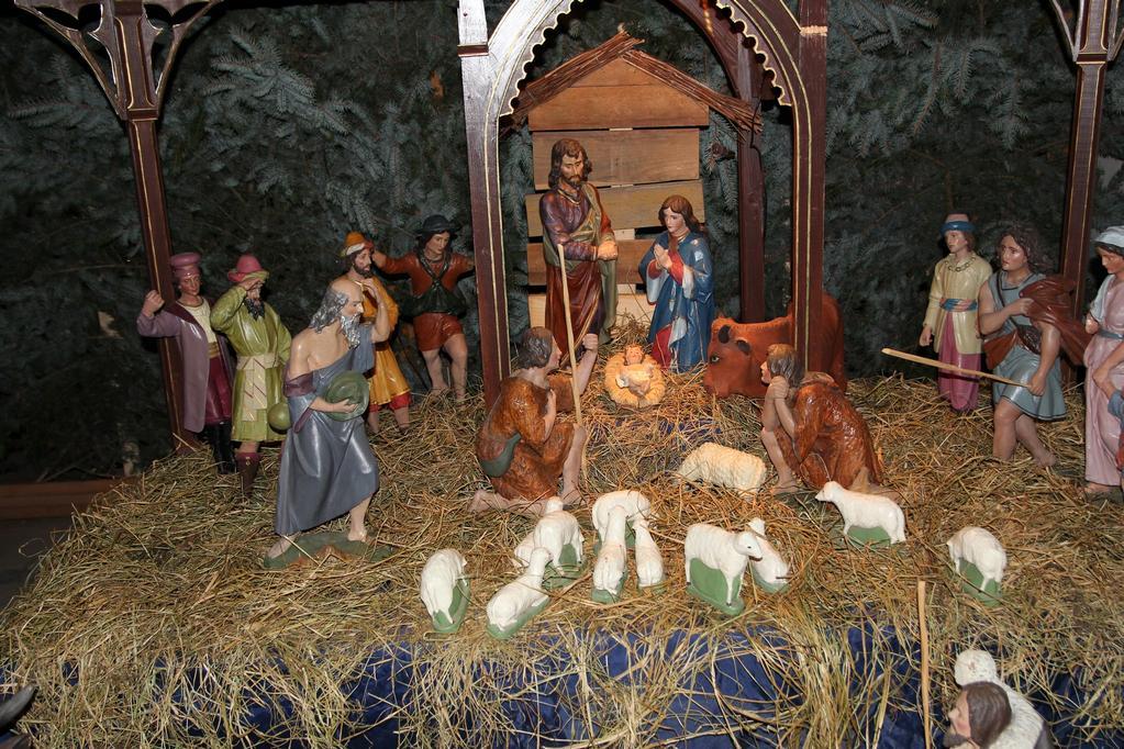 Bożonarodzeniowy wystrój kościoła (02)