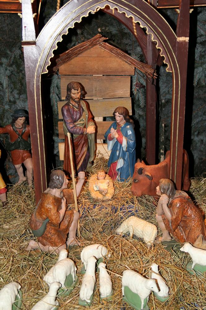 Bożonarodzeniowy wystrój kościoła (03)