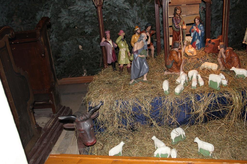 Bożonarodzeniowy wystrój kościoła (06)