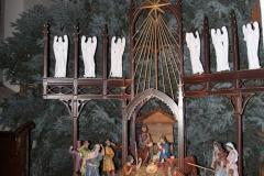 Bożonarodzeniowy wystrój kościoła (01)