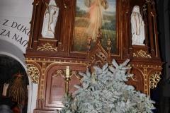 Bożonarodzeniowy wystrój kościoła (10)